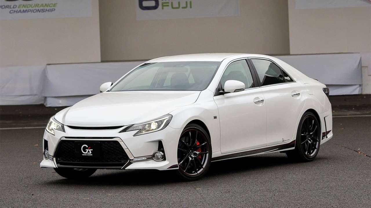 Белая Toyota Mark X GS