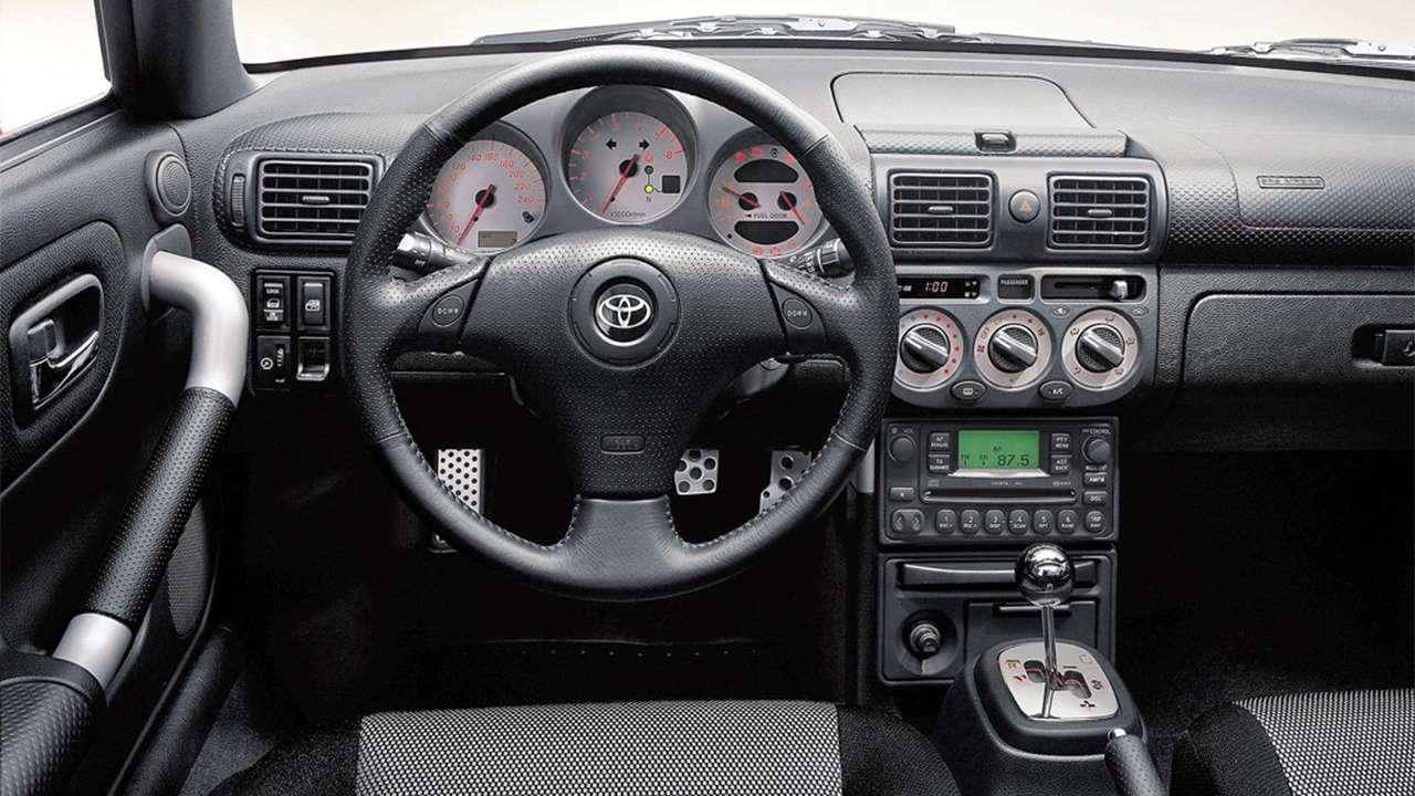 салон Тойота МР2 W30