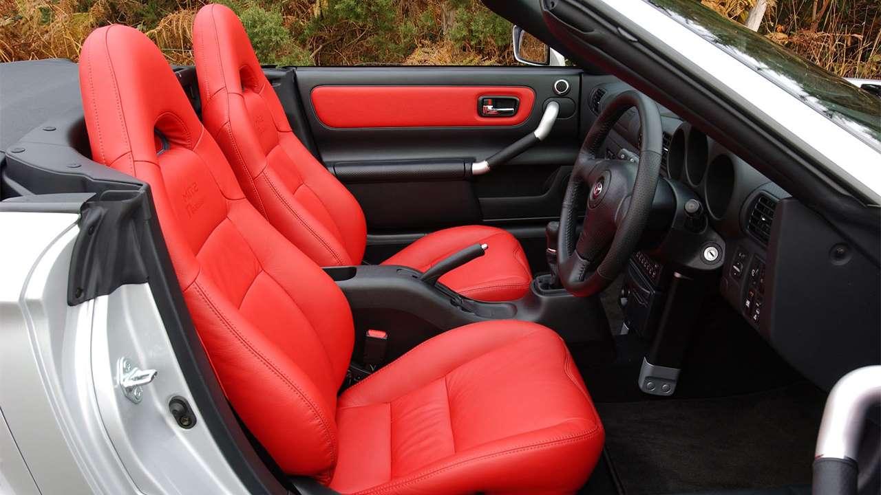 Кресла Toyota MR2 W30
