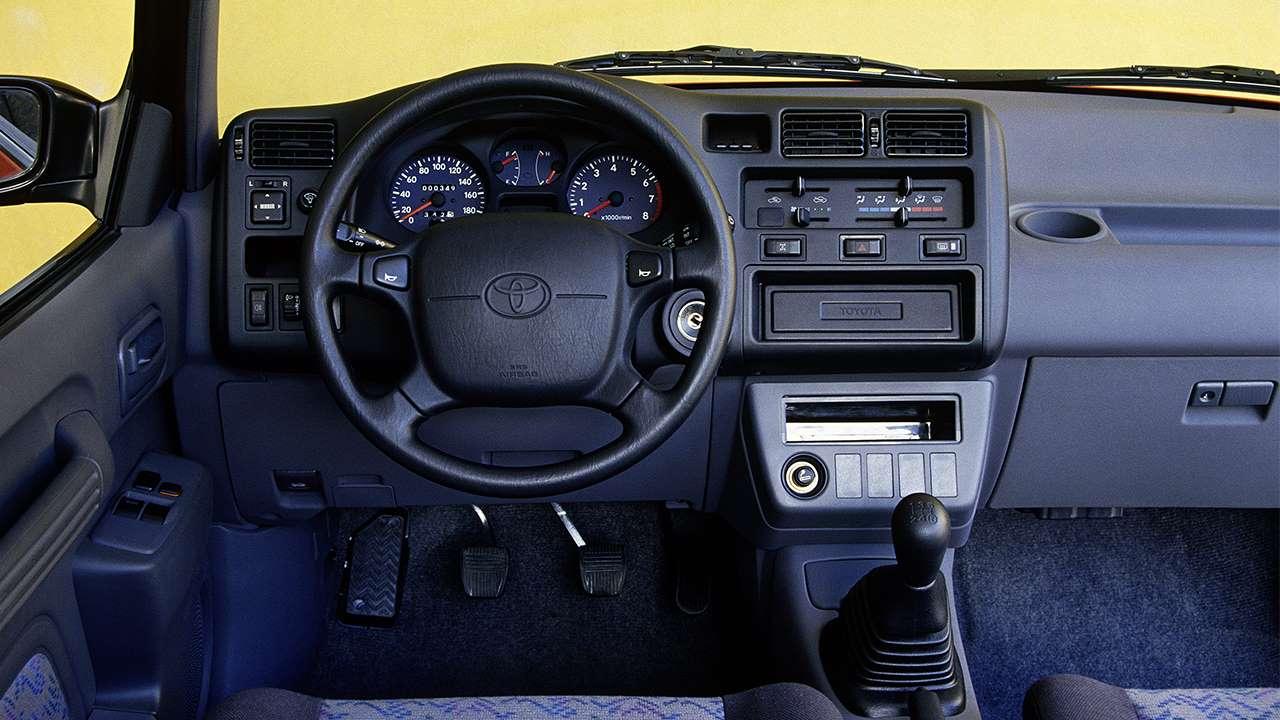 Фото салона Toyota RAV4 XA10
