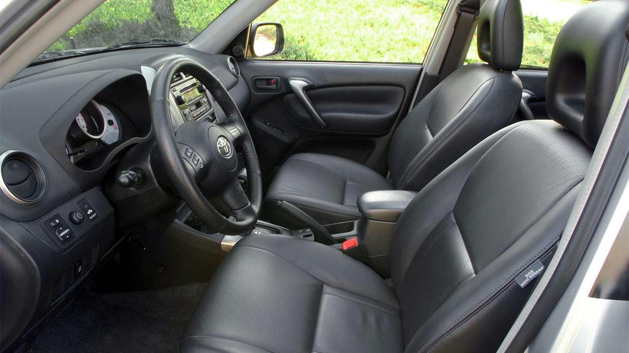 Передние сиденья Toyota RAV4 XA20