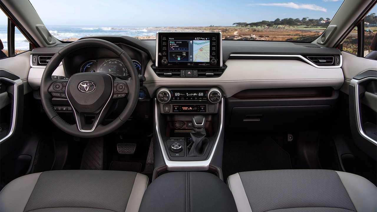 Салон Toyota RAV4 2020-2021