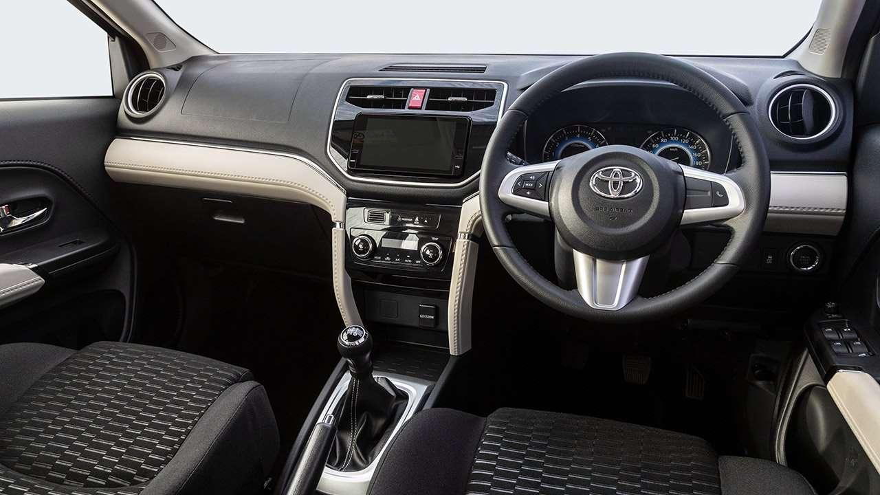 Салон новой Toyota Rush