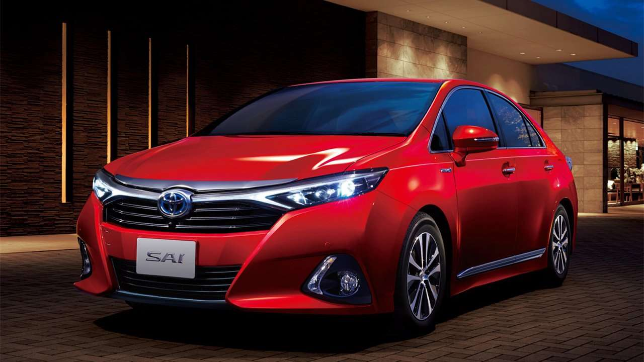 Красная новая Toyota Sai