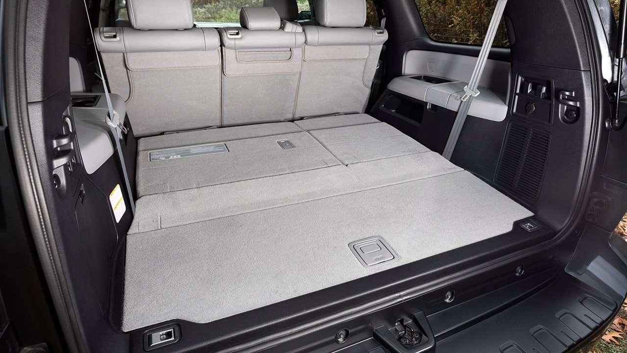 Фото багажника Toyota Sequoia