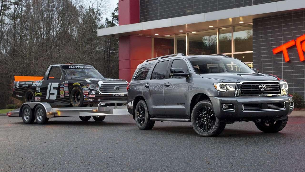 Toyota Sequoia 2020-2021 с прицепом