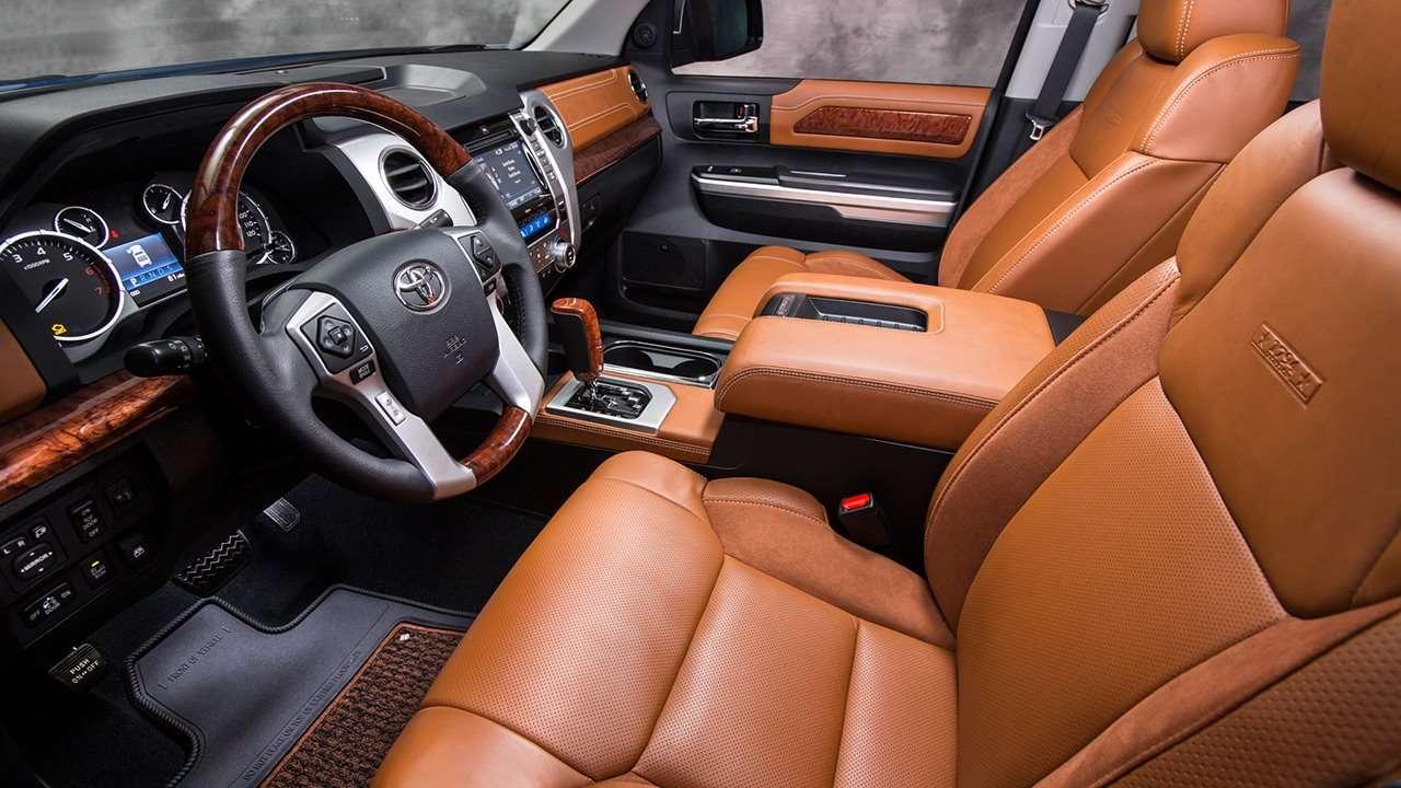Передние сиденья Toyota Tundra