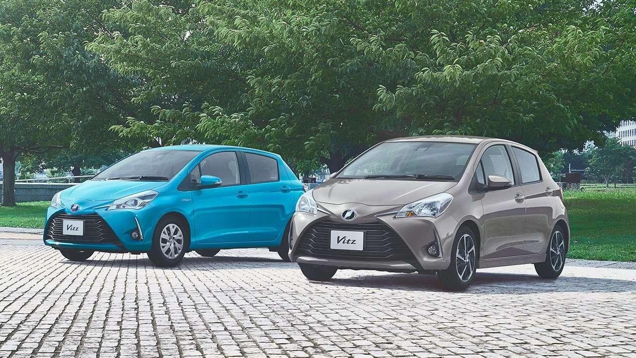 Две Toyota Vitz XP130