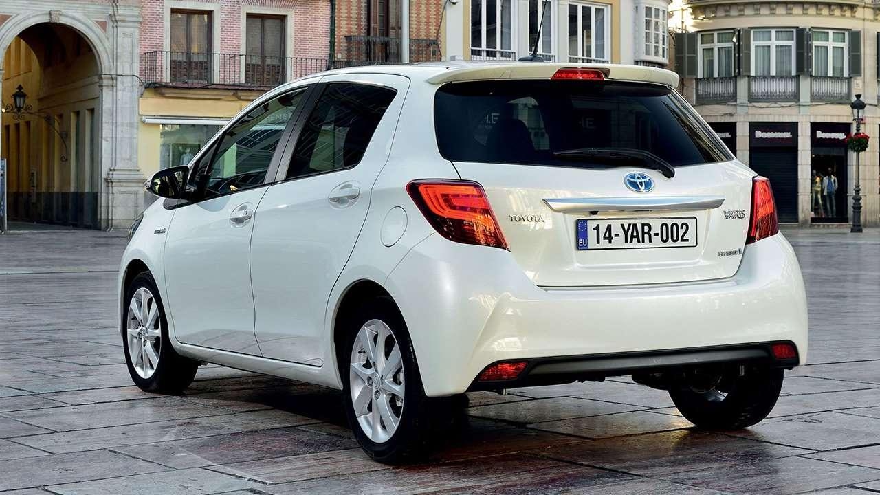 Toyota Yaris 2018-2019 фото сзади