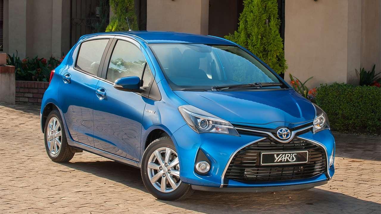 Передок синей Toyota Yaris 2018-2019