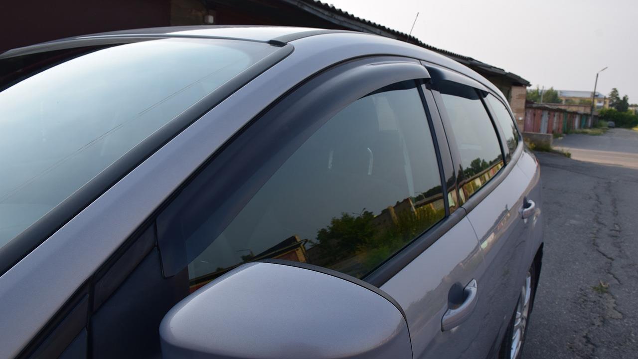 Дефлекторы на окнах автомобиля