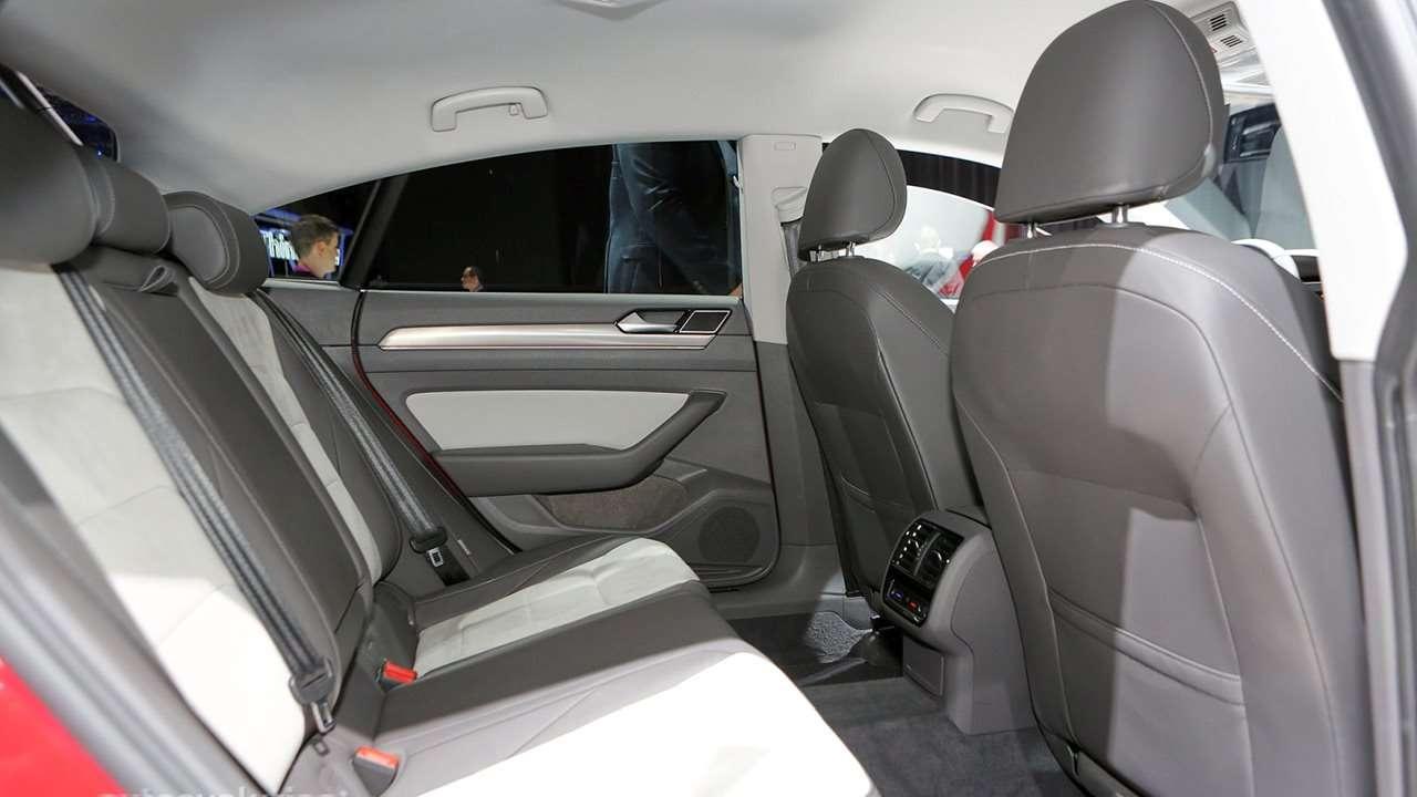 Volkswagen Arteon (2020-2021) фото задних кресел