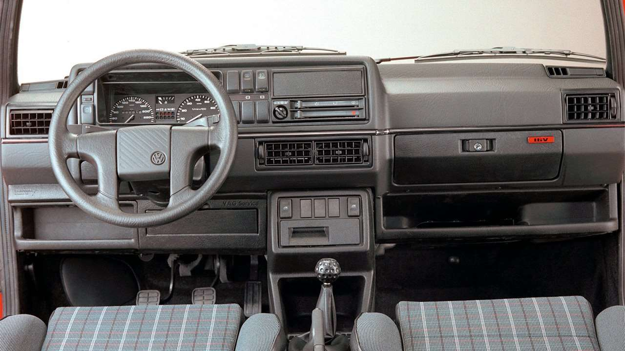 Фото салона Volkswagen Golf mk2