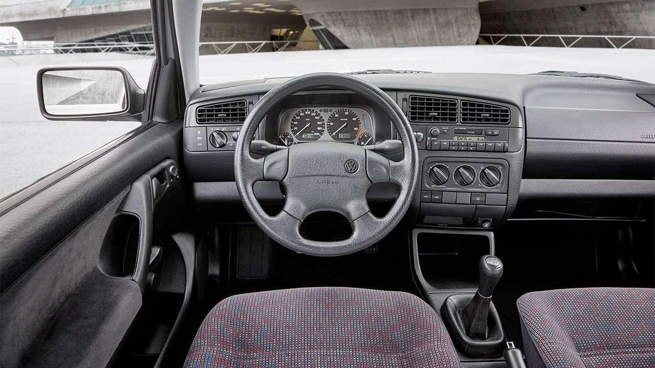 Фото салона Volkswagen Golf 3