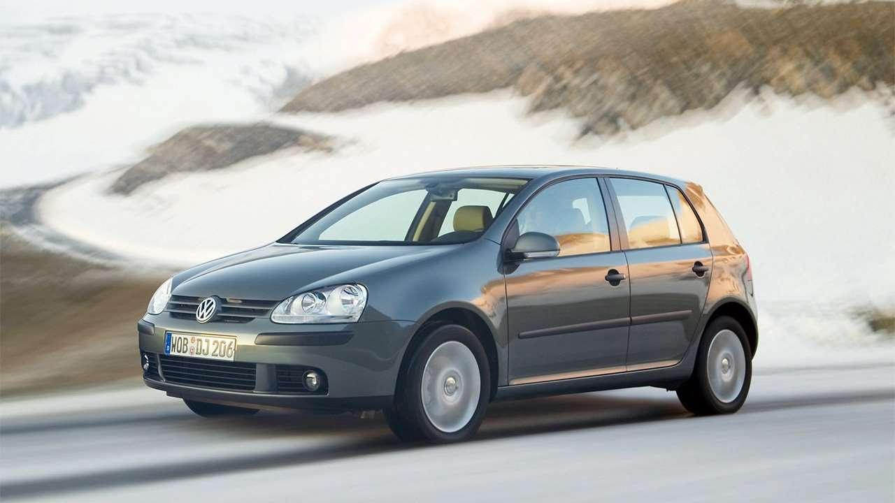 Фото серого Volkswagen Golf 5
