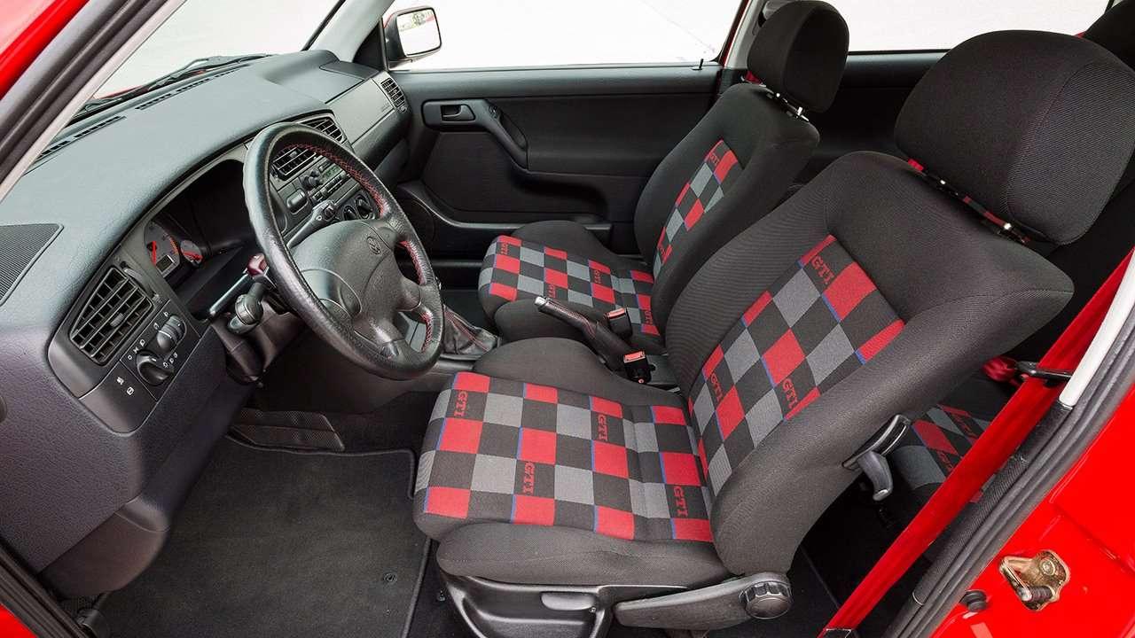 Передние кресла третьего Гольфа ГТИ