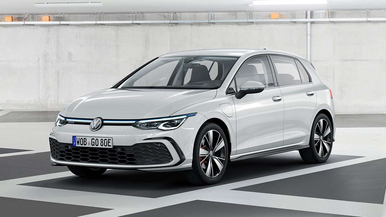 Белый Volkswagen Golf 2020-2021 GTE
