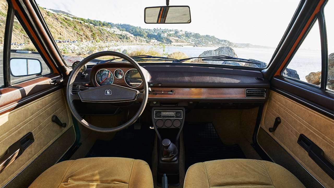Фото салона Volkswagen Passat B1
