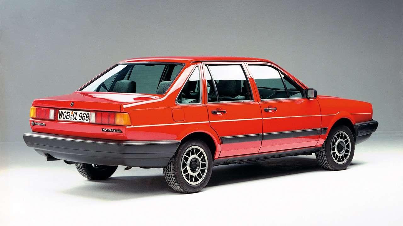 Корма седана Passat B2