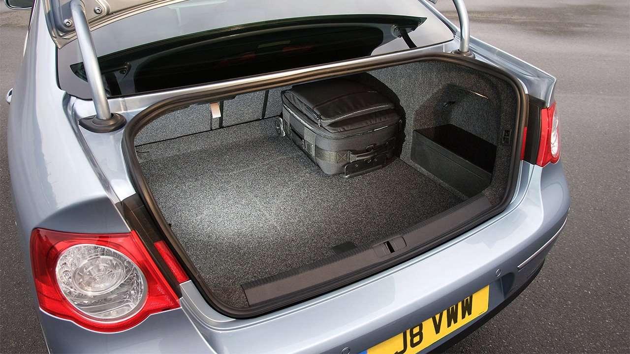 Фото багажника Volkswagen Passat B6