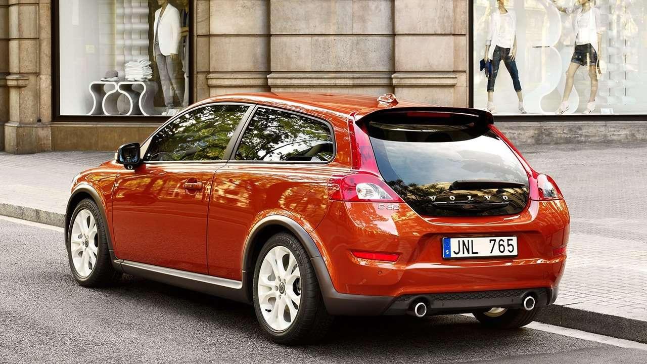Volvo C30 (2010-2013) фото сзади