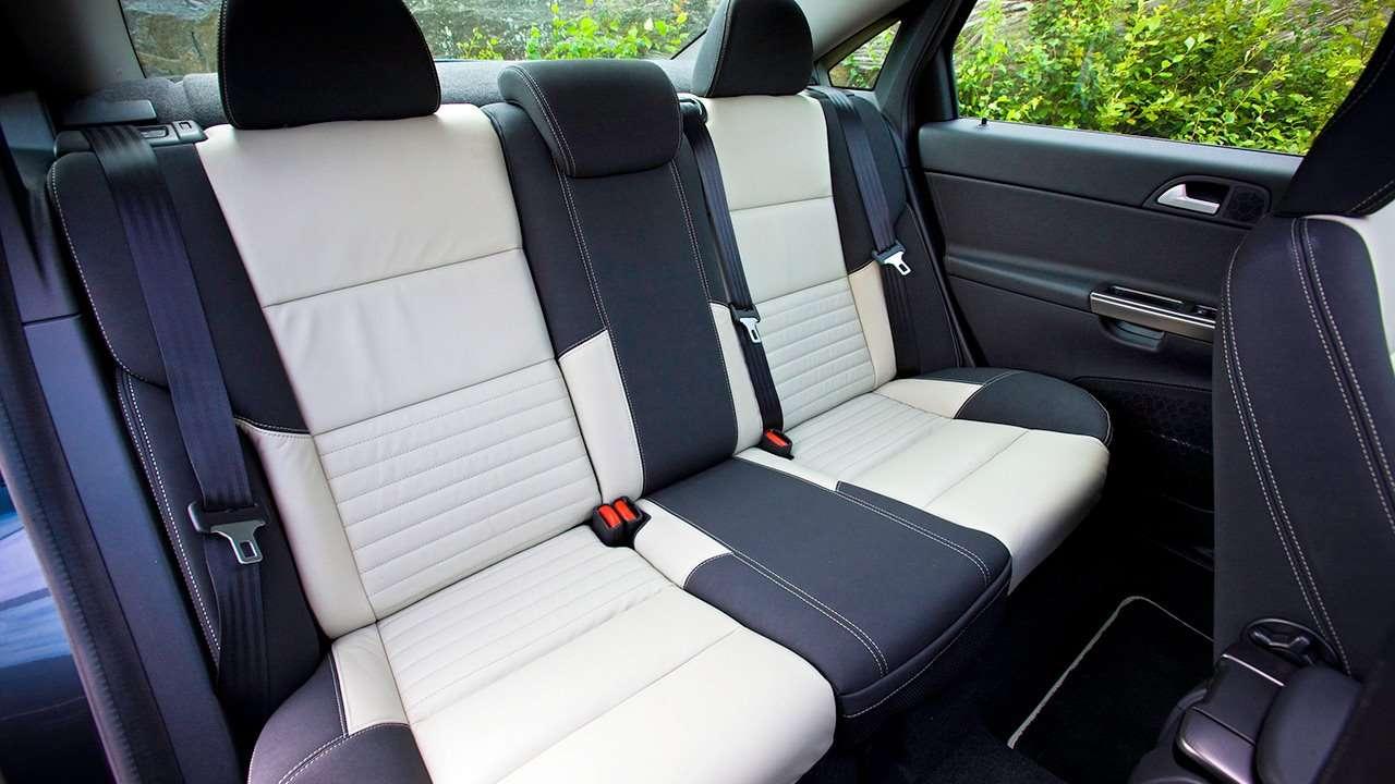 Volvo S40 (2008-2012) фото задних сидений
