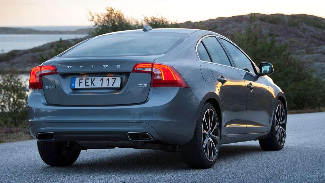 Volvo S60 (2013-2017) фото сзади