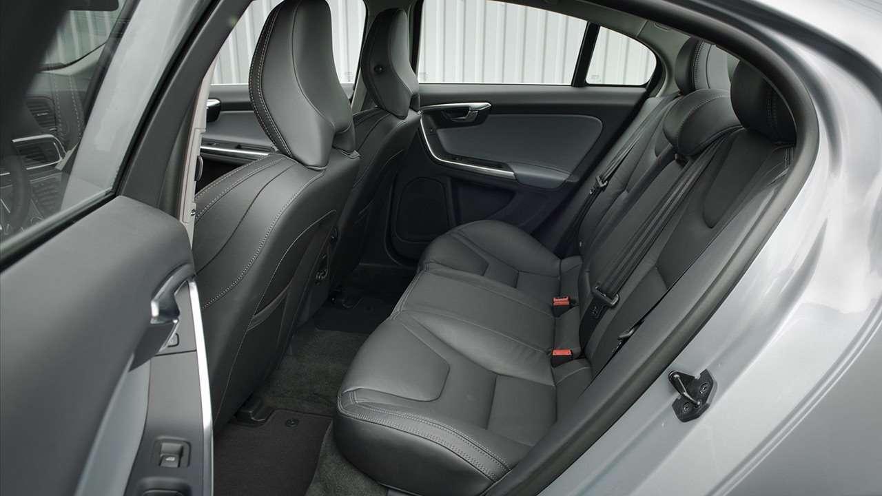 Volvo S60 (2013-2017) фото задних сидений