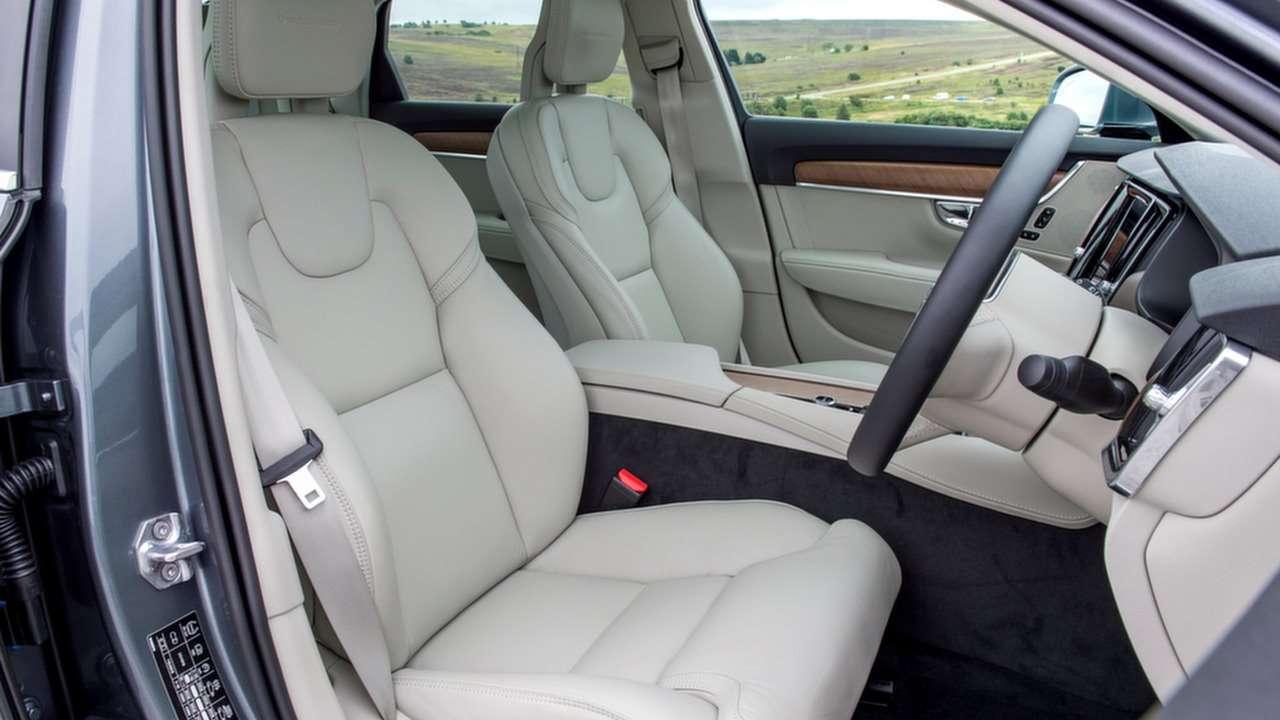 Передние сиденья С90