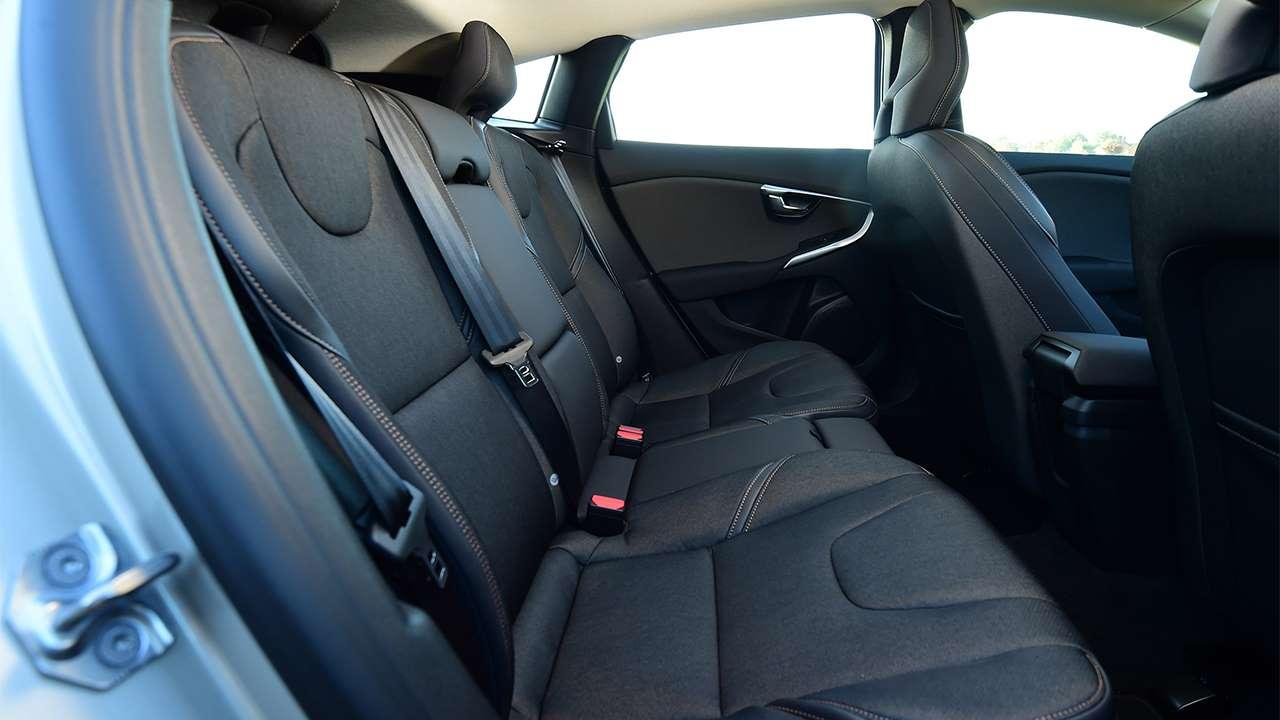 Задние сиденья Volvo V40 Cross Country