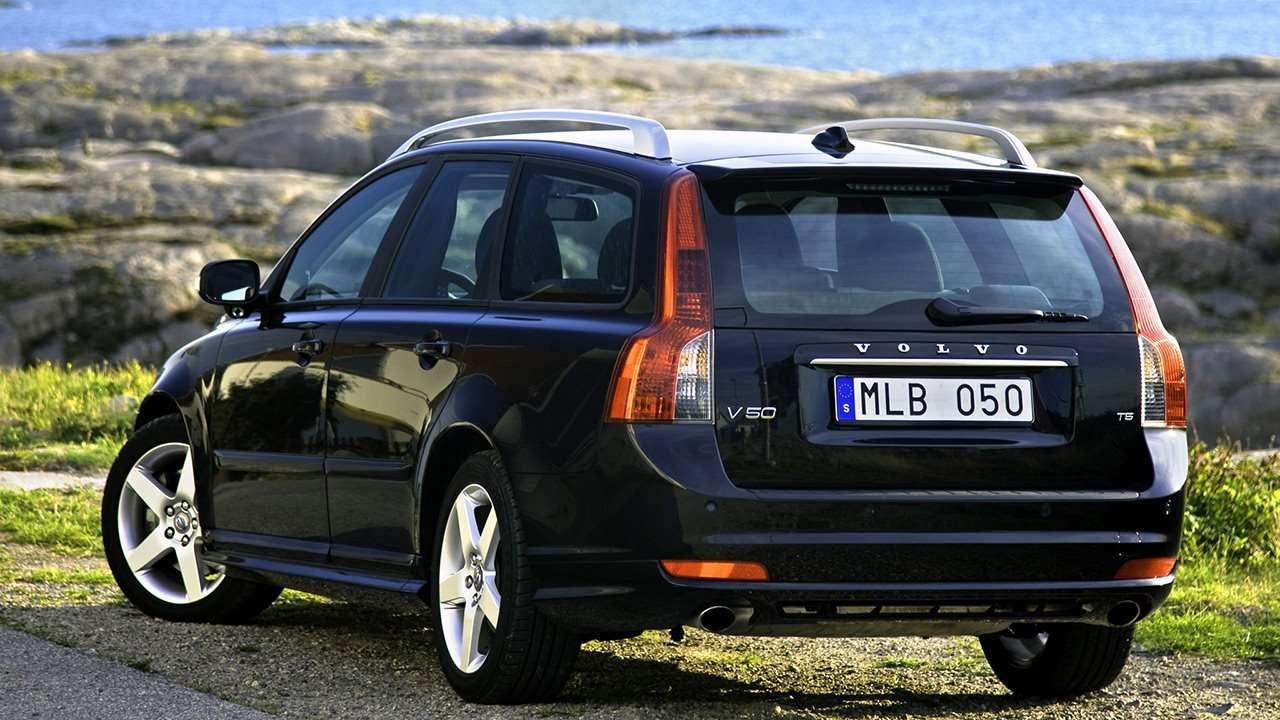 Volvo V50 (2008-2012) фото сзади