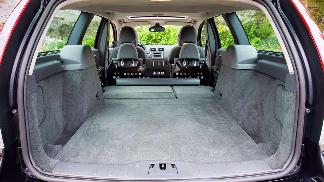 Volvo V50 (2008-2012) фото багажника