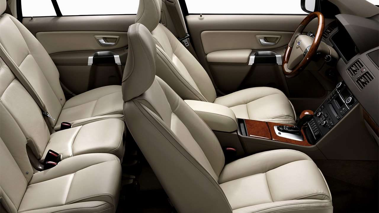 Два ряда сидений Volvo XC90 P28
