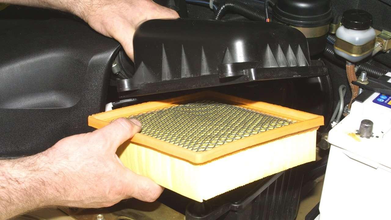 Как часто менять воздушный фильтр двигателя